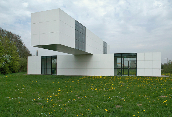 Het Gebouw by Stanley Brouwn & Bertus Mulder, Leidsche Rijn, NL