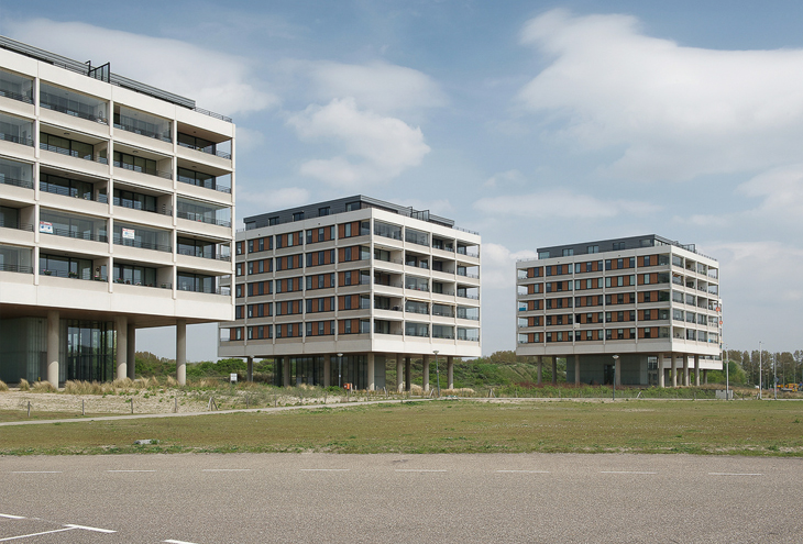 Strandweg Noord by DKV architects, Hoek van Holland, NL