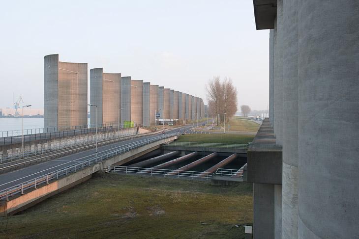 Windshield Caland Canal by Maarten Struijs, Rotterdam, Europoort, NL